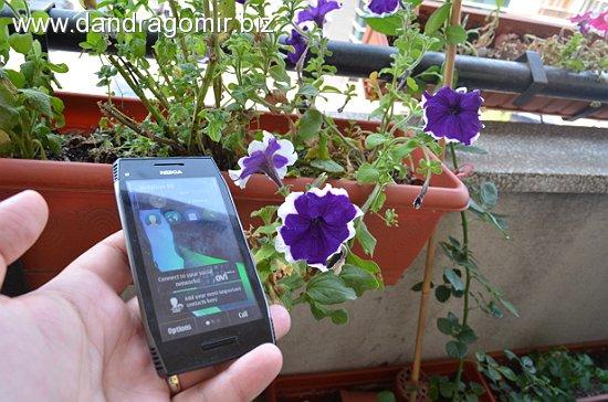 Nokia X7 - ecranul în soare