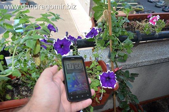 HTC Sensation in lumina zilei