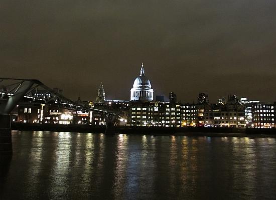 Londra - Tamisa noaptea - Canon Ixus 230HS