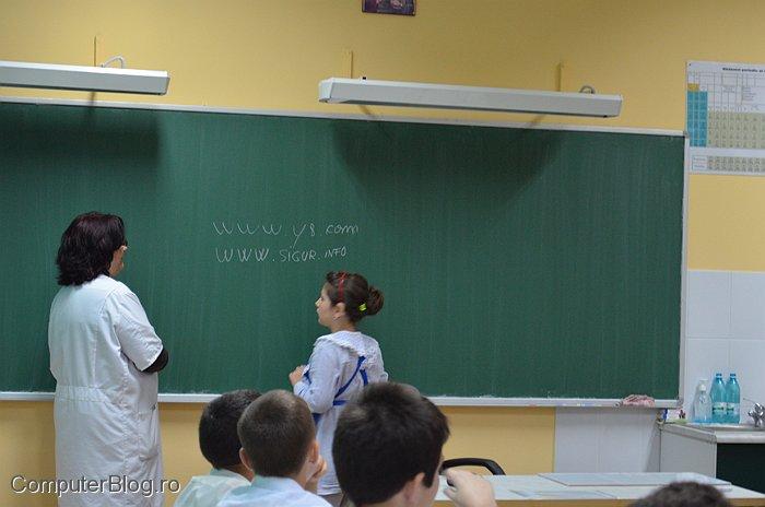 la Scoala Speciala pentru copii hipo-acuzici
