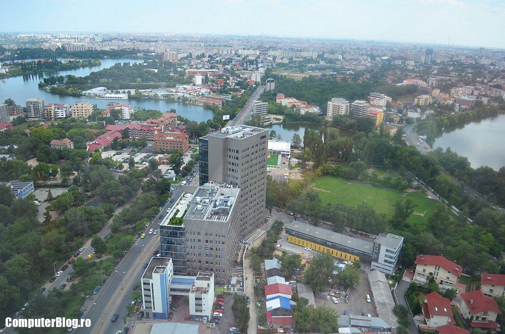 Bucuresti - vazut din Sky Tower - sediul Raiffeisen