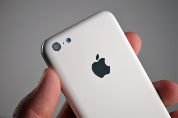 """iPhone 5C - """"plastic ieftin"""""""
