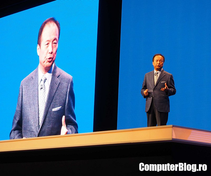 JK Shin pe scena Mobile World Congress